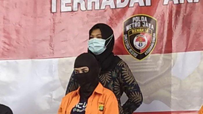 Artis Cynthiara Alona dihadirkan pada konferensi pers kasus dugaan prostitusi di Mapolda Metro Jaya, Jumat (19/3/2021).