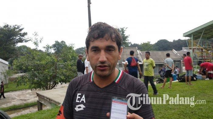 Eduardo Almeida saat masih menjadi pelatih Semen Padang.