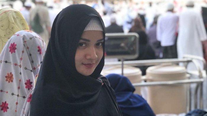 Fitri Ayu Maresa ketika berada di Mekkah, Arab Saudi