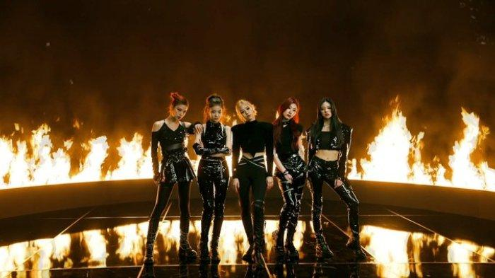 Grup K-Pop yang dinaungi JYP Entertainment, ITZY, saat melakukan promosi lagu Mafia In The Morning