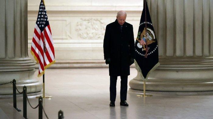 Joe-Biden-mengheningkan-cipta.jpg