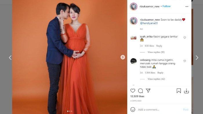 Rizuka Amor dituding sebagai perebut lelaki orang alias pelakor setelah mengunggah foto kehamilannya bersama sang suami, Handiyana.