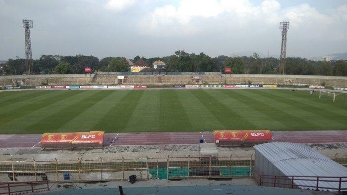 Kondisi-lapangan-di-Stadion-Sumpah-Pemuda-Way-Halim-Bandar-Lampung.jpg
