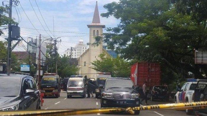 Ledakan bom bunuh diri terjadi di depan Gereja Katedral di Kota Makassar, Sulawesi Selatan, Minggu (28/3/2021).