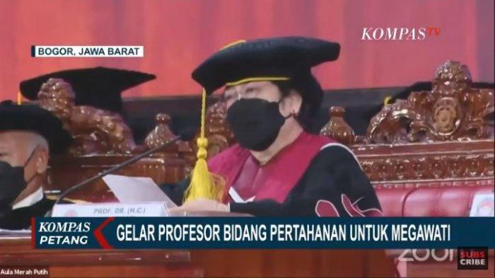 Megawati-Soekarnoputri-Resmi-Mendapatkan-Gelar-Profesor-Kehormatan-dari-Unhan.jpg