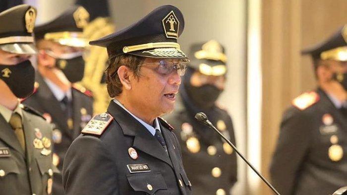 Menteri Koordinator Bidang Politik Hukum dan HAM Mahfud MD saat menjadi Inspektur upacara Peringatan Hari Bhakti Pemasyarakatan Ke-57 Tahun 2021 di Kemenkumham, Jakarta, Selasa (27/4/2021).