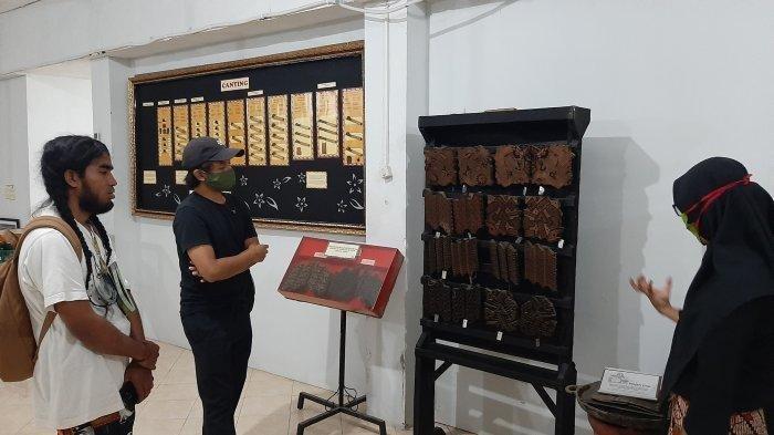 Berbagai alat membatik dipamerkan di Museum Batik Yogyakarta.