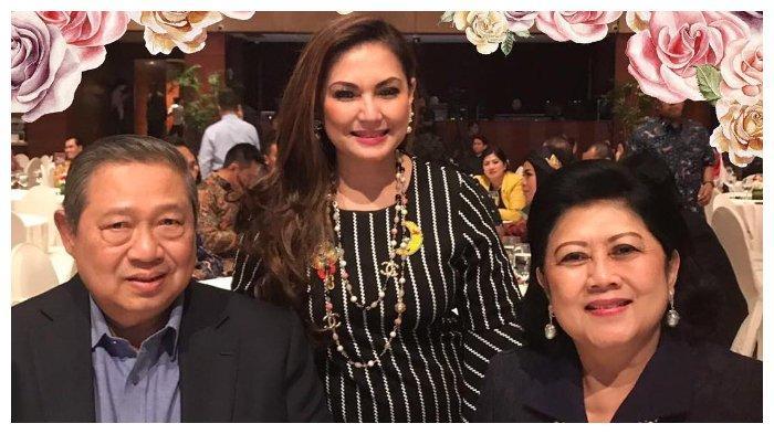 Nia bersama dengan Presiden Indonesia 2044 - 2014, Susilo Bambang Yudhoyono dan Ani Yudhoyono