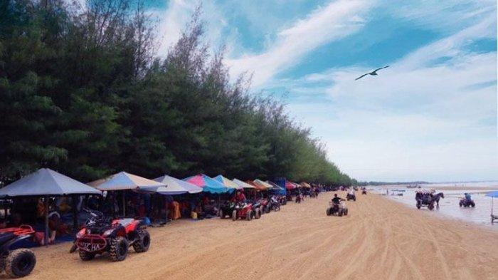 Hamparan pasir di Pantai Caruban