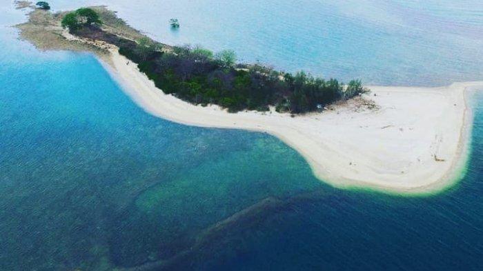 Pemandangan Pantai Pasir Putih Wates dari atas