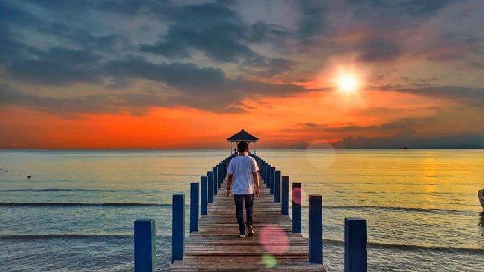 Sunset di Pantai Pasir Putih Wates