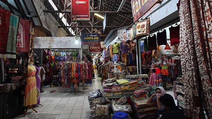 Suasana Pasar Grosir Batik Setono Kota Pekalongan.