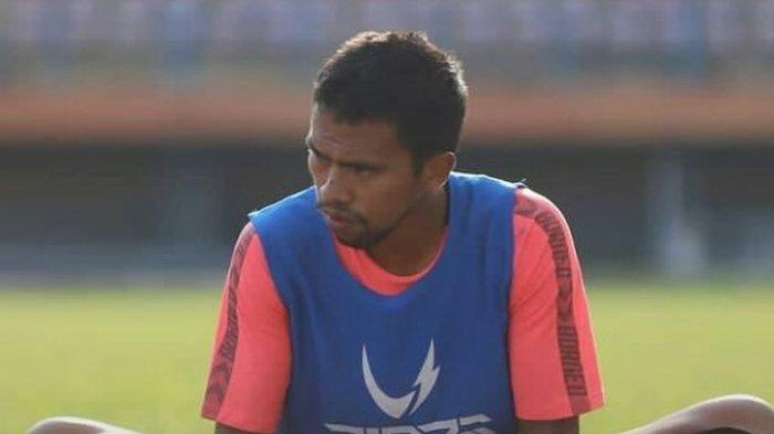 Pemain-muda-Borneo-FC-Wiranto-sedang-mengikuti-latihan-tim.jpg