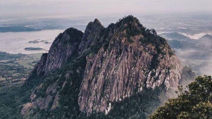 Pemandangan dari atas Puncak Batu Tumpuk, Gunung Bongkok Purwakarta