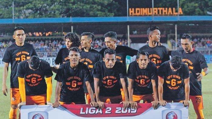 Pemain Persiraja berfoto bersama sebelum melakoni pertandingan, Mukhlis Nakata (pojok kanan) mengenakan nomor punggung 78.