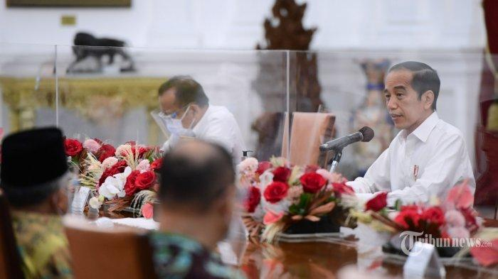 Presiden Joko Widodo didampingi Menkopolhukam, Mahfud MD dan Menteri Sekretaris Negara, Pratikno menerima Amien Rais beserta sejumlah perwakilan di Istana Merdeka, Jakarta Pusat, Selasa (9/3/2021).