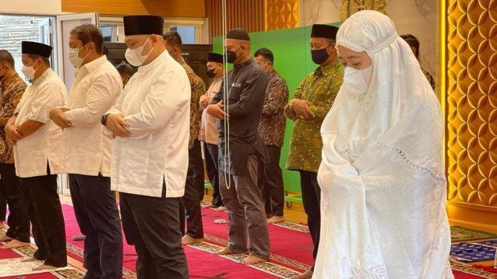 Ketua DPR RI Puan Maharani melaksanakan salat Idul Fitri 1442 H di Rumah Dinas Ketua DPR RI,