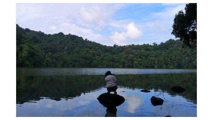 Danau Kastoba  di Pulau Bawean