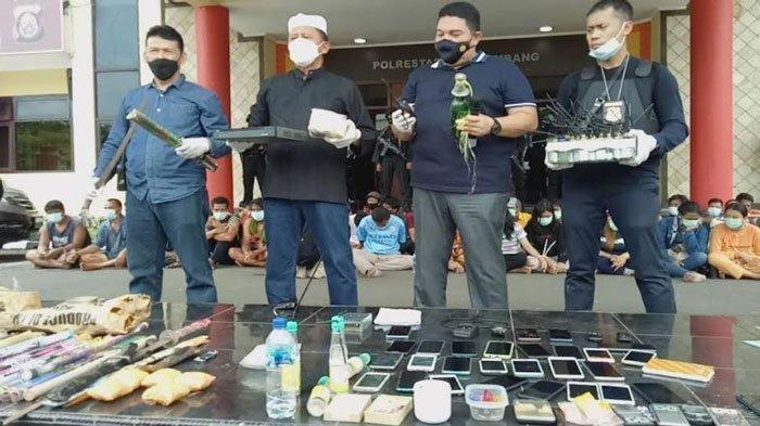 Ratusan-Polisi-Gerebek-Kampung-Narkoba-di-Palembang.jpg
