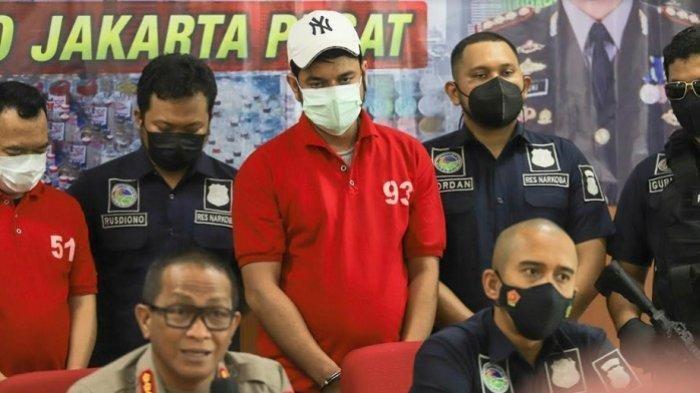 Rio Reifan dihadirkan dalam giat rilis kasus narkoba