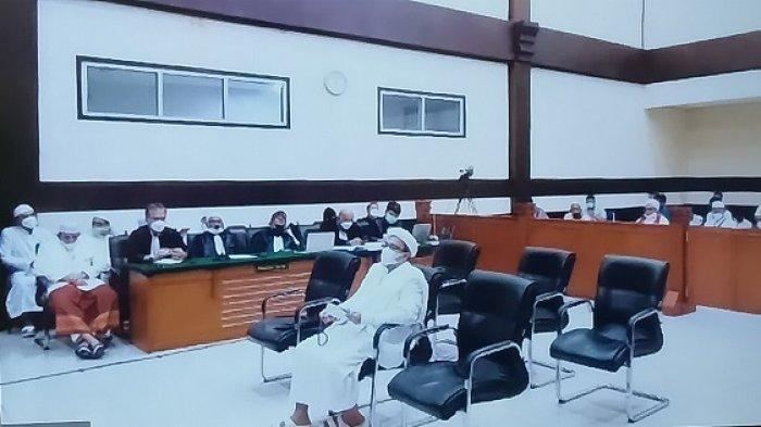 Muhammad Rizieq Shihab (MRS) dalam sidang lanjutan atas terdakwa kasus pelanggaran protokol kesehatan yang menimbulkan kerumunan di Petamburan.