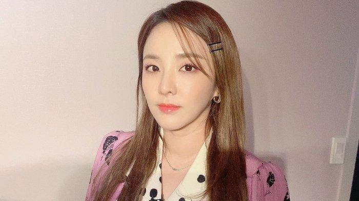Sandara-Park-dari-girl-grup-K-pop-2NE1.jpg