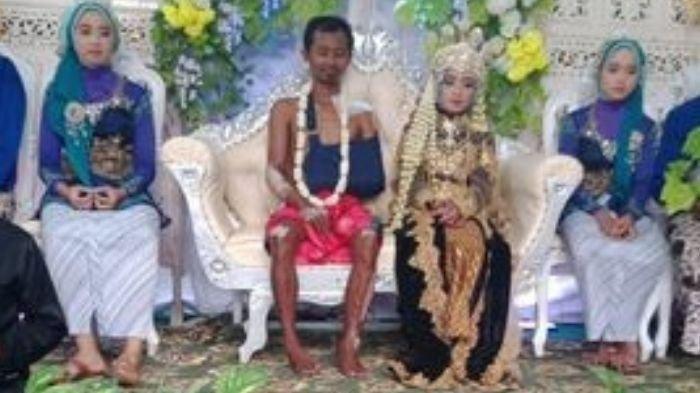 Suprapto menikahi Elinda dalam kondisi tubuh pakai perban dan tanpa baju pengantin.