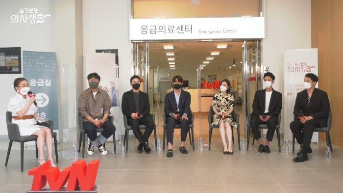Sutradara-Shin-Won-Ho-Ungkap-Kemungkinan-Adanya-Hospital-Playlist-Season-3.jpg