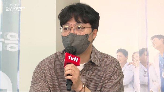 Sutradara Shin Won Ho di virtual press conference Hospital Playlist Season 2, Kamis (10/6/2021).