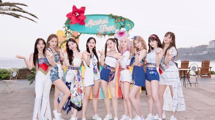 Grup K-Pop TWICE comeback Juni 2021 dengan album bertajuk 'Taste of Love' dan melakukan promosi dengan lagu 'Alcohol-Free'
