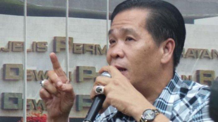 Anton Medan, mantan perampok dan mafia judi di Jakarta yang kini menjadi pemuka agama bagi para narapidana.