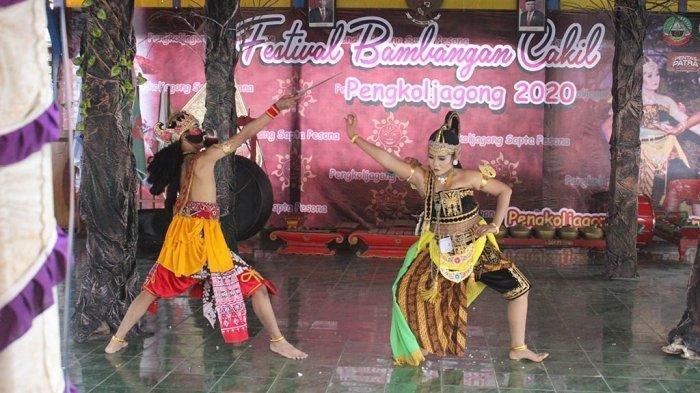 Penampilan tari Bambangan Cakil di Desa Pengkoljagong, Jati, Blora,