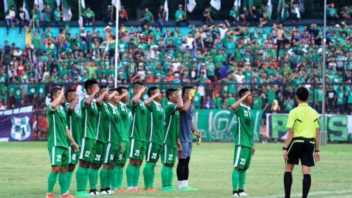 Tim PSMS Medan melakukan selebrasi