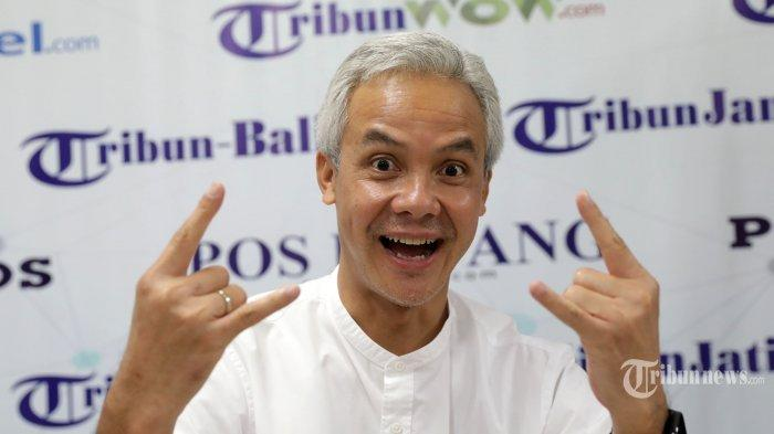 Gubernur Jawa Tengah, Ganjar Pranowo berpose usai wawancara khusus dengan Tribun Network di kantor Tribun Network, Jakarta Pusat, Rabu (12/8/2020).