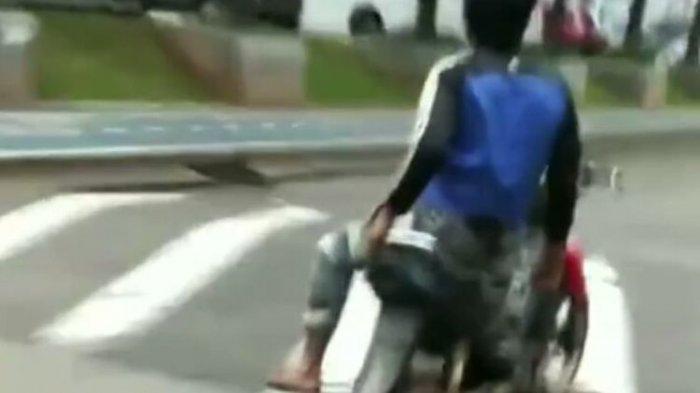 Video viral di media sosial memperlihatkan aksi pria naik motor dengan duduk bersila dan lepas tangan. Aksi berbahaya pria itu dilakukan di jalan kawasan Bintaro, Pondok Aren, Tangerang Selatan