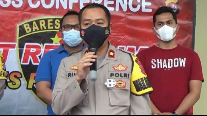 Wakapolres Pandeglang Kompol Riky Crisma Wardana memberi keterangan tentang penangkapan kelompok aliran sesat Hakekok di Pandeglang.