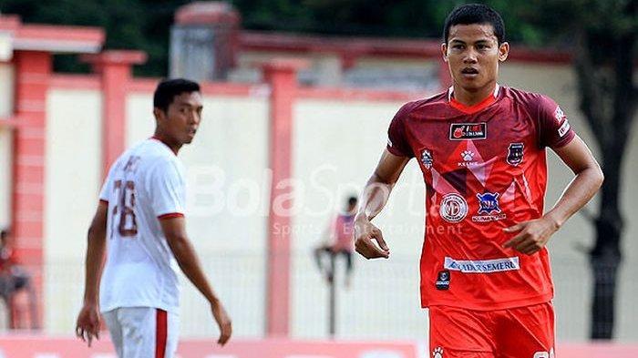 Yogi Novrian saat bermain untuk Semeru FC.