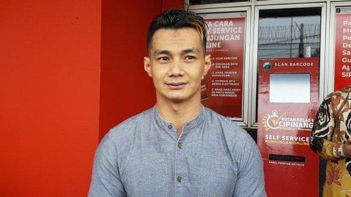 Agung Saga menyelesaikan hukumannya di Rutan Cipinang, Jakarta Timur. Ia bebas, Rabu (7/10/2020).