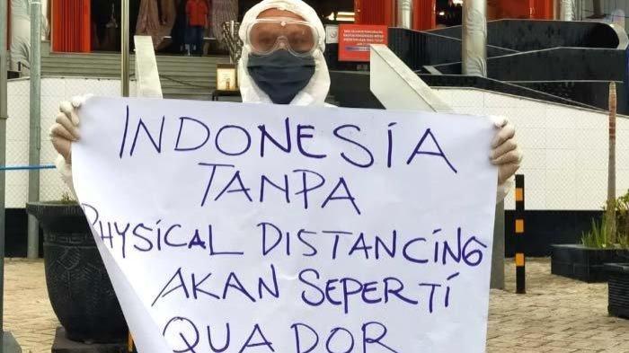 Henry Sulfianto, pria yang melakukan aksi tunggal untuk merespons ramainya mall atau pusat perbelanjaan di tengah pandemi Covid-19, Kamis (21/5/2020) di kawasan Bangil, Pasuruan.