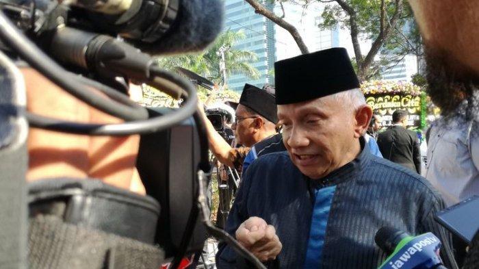 Amien Rais menahan diri untuk tidak mengkritik kabinet Indonesia Maju yang baru saja dilantik oleh Presiden Jokowi.