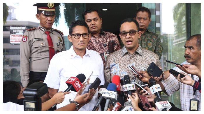 Sandiaga Uno didampingi Anies Baswedan mendatangi gedung KPK Jakarta, untuk menyerahkan dokumen laporan harta kekayaan penyelenggara negara (LHKPN), Kamis (29/9/2016). Penyerahan LHKPN ini sebagai salah satu syarat pencalonan mengikuti Pilkada DKI Jakarta 2017 mendatang. TRIBUNNEWS/HERUDIN