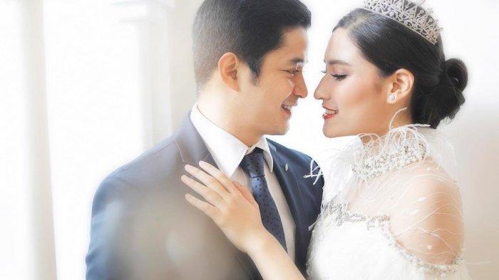 Artis peran Adly Fairuz dan kekasihnya Angbeen Rishi dikabarkan telah resmi menikah.(instagram.com/angbeenrishi)
