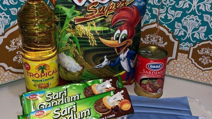 Paket bantuan sosial berupa beras, masker, minyak goreng, sarden kaleng dan biskuit yang diberikan Pemprov DKI Jakarta kepada warga selama Pembatasan Sosial Berskala Besar (PSBB) untuk menekan Covid-19.