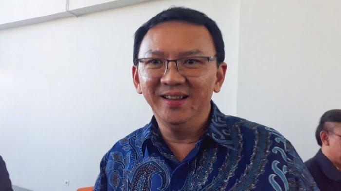 Mantan Gubernur DKI Jakarta Basuki Tjahaja Purnama alias Ahok ditemui usai menghadiri diskusi kebangsaan di Universitas Kristen Petra, Surabaya, Jawa Timur, Senin (19/8/2019).(KOMPAS.com/GHINAN SALMAN)