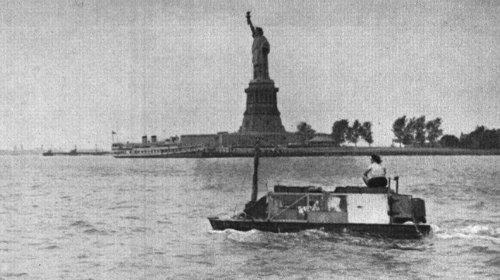 Ben Carlin dan istrinya di Pelabuhan New York