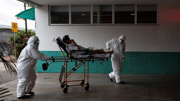 FOTO HANYA ILUSTRAS_ - Seorang pasien tiba di Rumah Sakit 28 de Agosto di Manaus, Negara Bagian Amazon, Brasil, pada 14 Januari 2021, di tengah pandemi virus corona baru, COVID-19. Manaus menghadapi kekurangan pasokan oksigen dan tempat tidur karena kota tersebut telah dibanjiri oleh lonjakan kedua dalam kasus COVID-19 dan kematian.