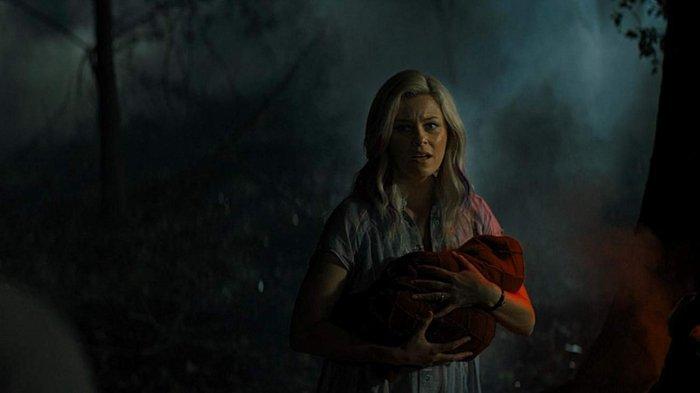 Elizabeth Banks dalam film Brightburn (2019)
