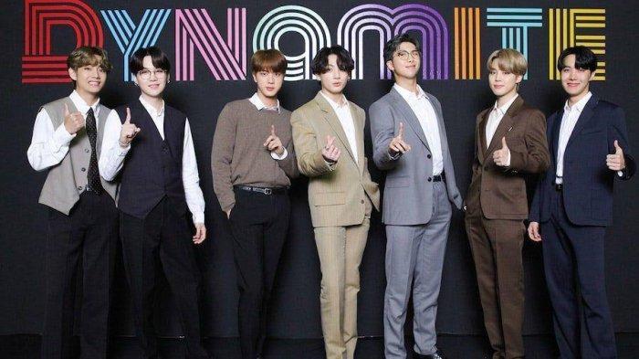 BTS 'Dynamite' naik di tangga lagu Billboard dan tangga lagu lainnya.