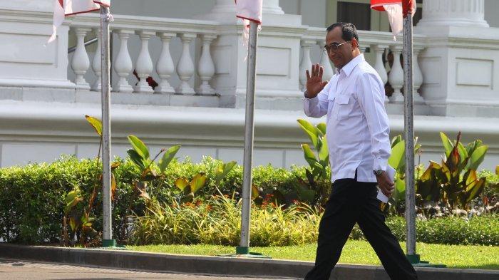Mantan Menhub Budi Karya Sumadi tiba di Kompleks Istana Kepresidenan, Jakarta, Selasa (22/10/2019). Menurut rencana, presiden Joko Widodo akan memperkenalkan jajaran kabinet barunya kepada publik hari ini usai dilantik Minggu (20/10/2019) kemarin untuk masa jabatan periode 2019-2024 bersama Wakil Presiden Ma'ruf Amin. (TRIBUNNEWS/IRWAN RISMAWAN)
