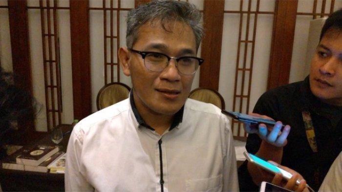 Budiman Sudjatmiko disebut gagal di Dapil 'Neraka' Jatim 7. Budiman menyebut kalah dalam pileg bukan kiamat dalam dunia